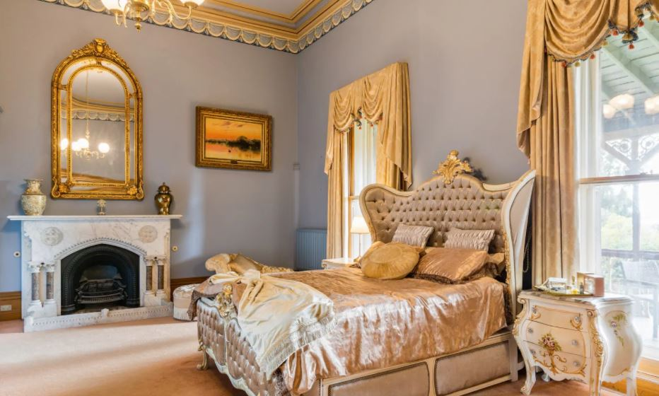 castle hotel accommodation in Australia
